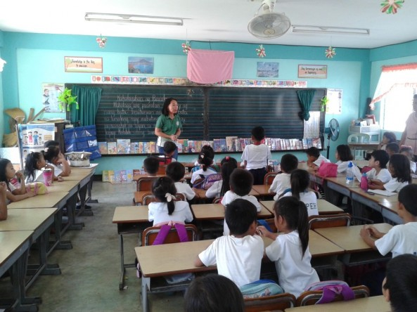 Bookmobile library at Carretunan Elementary School in Calatagan,Batangas  was conducted by Ms. Ann Grace Bansig and Ms. Marita Villareal last November 11, 2015