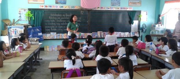 Bookmobile library at Carretunan Elementary School in Calatagan,Batangas  was conducted by Ms. Ann Grace Bansig and Ms. Marita Villareal last November 11, 2015