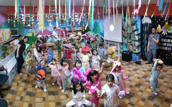 Mr. Ravalo and Ms. Villaverde facilitated the Pre-kinder Pajama Party last September 20, 2019